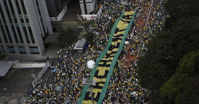 Gần ba triệu người Brazil xuống đường biểu tình đòi Tổng thống từ chức