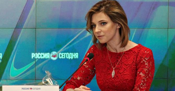 """Người đẹp Trưởng Công tố Crimea lại tiếp tục """"dậy sóng"""" dư luận"""