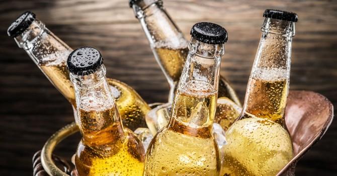Công ty Mỹ tuyển nhân viên lương 12 000 USD mà chỉ uống bia và đi du lịch