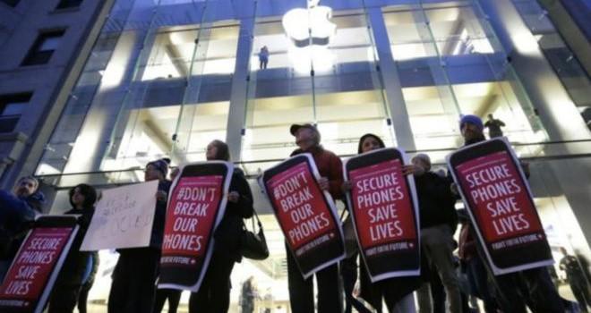 Mỹ: FBI tuyên bố 'có thể mở khóa iPhone'