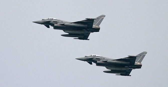 """Máy bay chiến đấu NATO """"dẫn đường"""" cho chuyên cơ của Bộ trưởng Quốc phòng Nga?"""