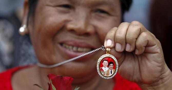 Chính quyền Thái Lan tịch những chiếc thu bát đỏ chứa thông điệp của ông Thaksin