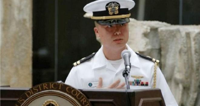 Một sĩ quan hải quân Mỹ bị buộc tội gián điệp cho Trung Quốc