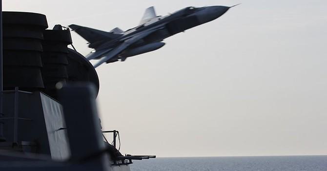 """Tận mắt xem các video chiếc Su-24 bay """"trêu ngươi"""" tàu khu trục USS Donald Cook"""