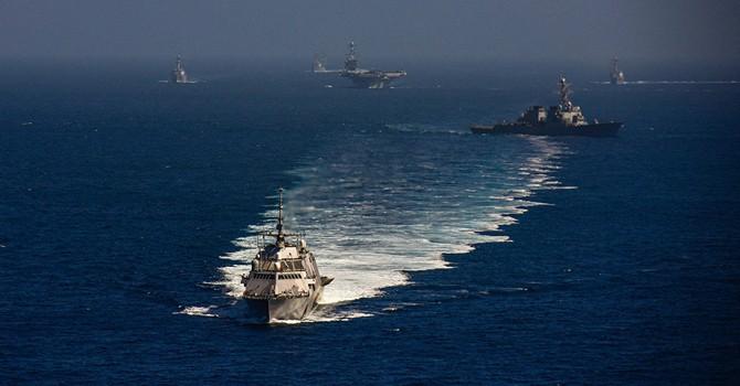 Bộ trưởng Quốc phòng Mỹ thăm tàu sân bay Mỹ trên Biển Đông