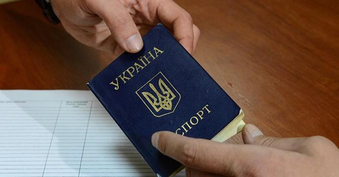 Ukraine sẽ tước quyền công dân của người mang họ Nga?