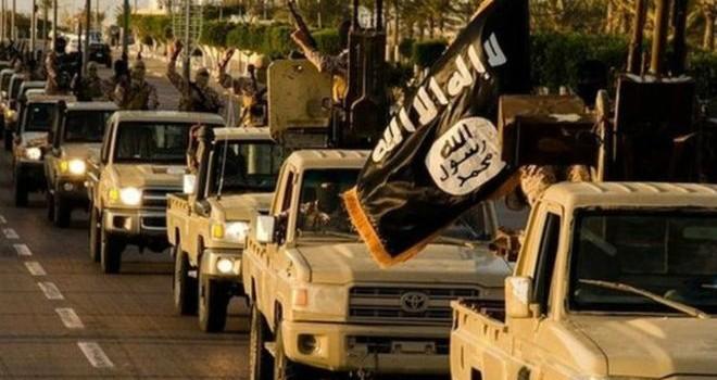 """Mỹ đánh bom """"đốt"""" 800 triệu USD của IS"""