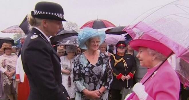 Nữ hoàng Anh nói quan chức Trung Quốc 'thô lỗ'