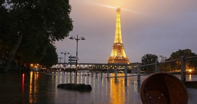 Pháp: Nước sông Seine dâng cao liệu có nhấn chìm Paris?