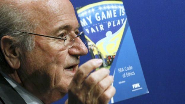 Cựu Chủ tịch FIFA tự thưởng cho mình lương hàng triệu đô