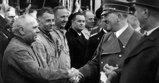 Hitler đã chết, nhưng không phải vào năm 1945, và không phải ở Berlin?