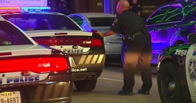 Tay súng Dallas giận dữ 'muốn bắn người da trắng'