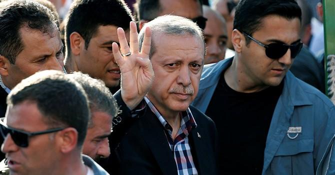 Ông Erdogan: Chắc đã bị giết nếu nán lại mươi phút trong khách sạn