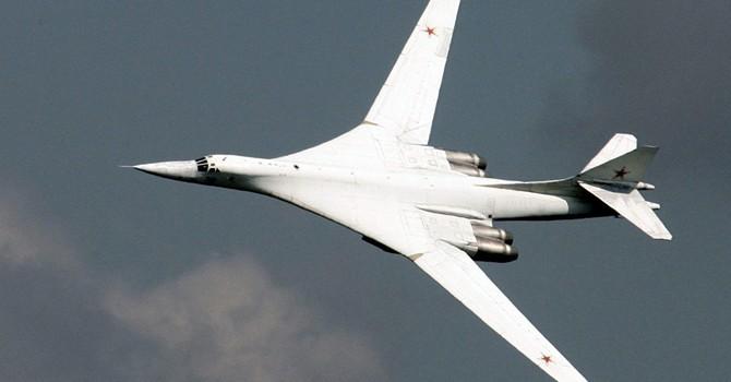 Tận mắt xem máy bay ném bom chiến lược siêu thanh Tu-160M2 của Nga