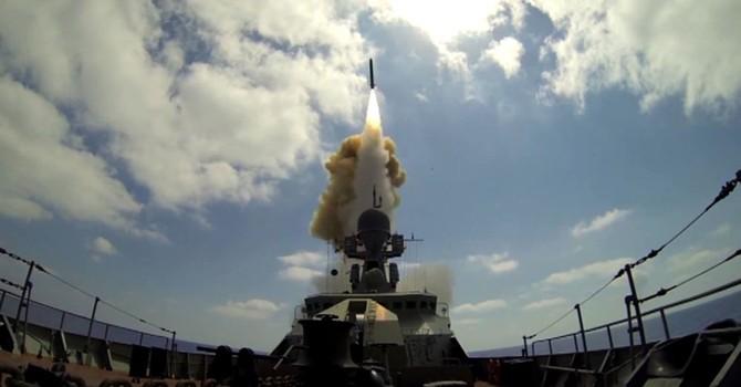 Xem tàu chiến Nga phóng tên lửa Kalibr vào các cơ sở khủng bố ở Syria