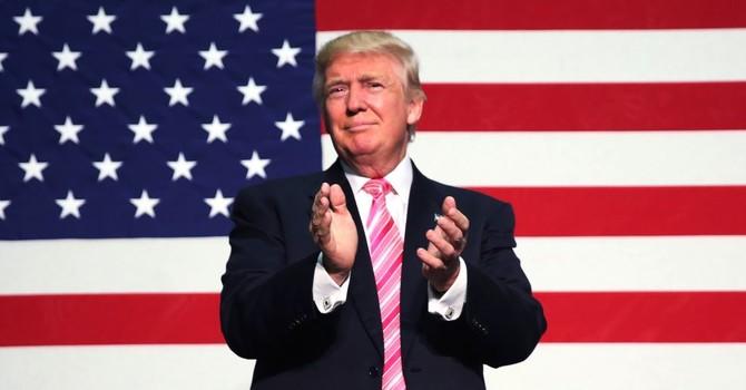 Ông Trump đòi đóng cửa Quỹ Clinton 'ngay lập tức'