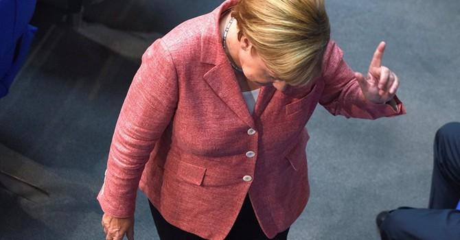 Vì sao đế chế của bà Merkel đang lụi bại?