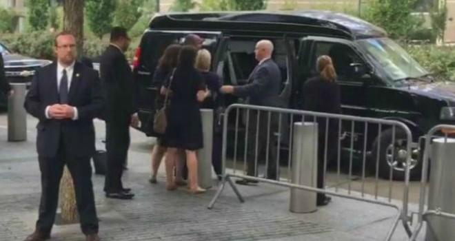 Bà Clinton 'đủ khỏe để làm tổng thống'