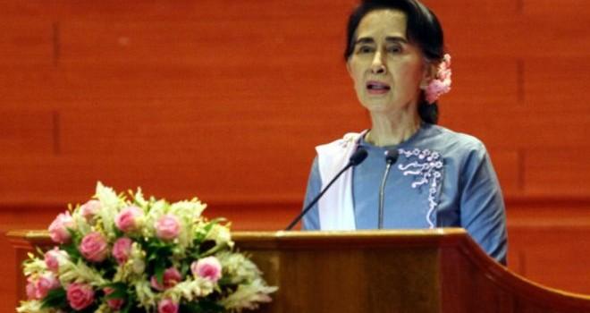 Tổng thống Mỹ tuyên bố xóa bỏ cấm vận thương mại với Myanmar