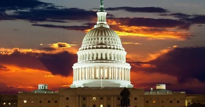 """Nổi giận vì hacker, nghị sĩ Mỹ đề xuất tiếp tục """"trừng phạt Nga"""""""