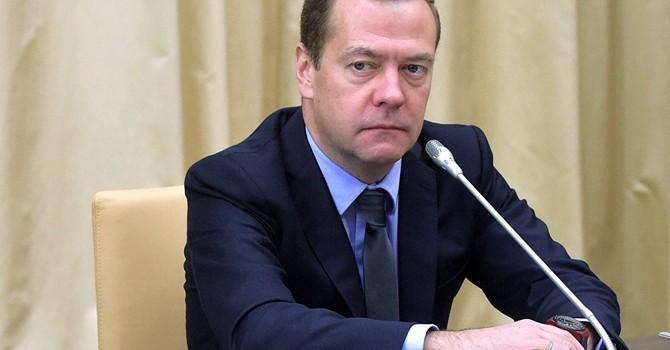 Ông Medvedev: Kinh tế Nga chỉ có thể tăng trưởng khi giá dầu ở mức 40 USD/thùng