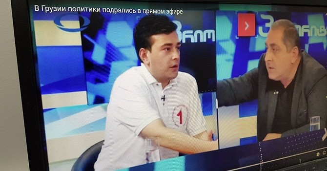 [Video] Các chính trị gia Gruzia ẩu đả loạn xạ trên tivi
