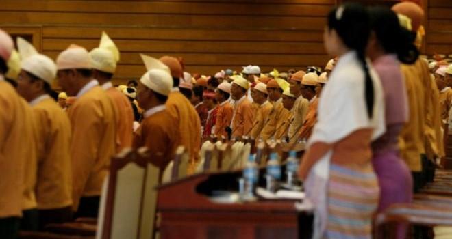 Myanmar bỏ luật 'bịt miệng đối lập'