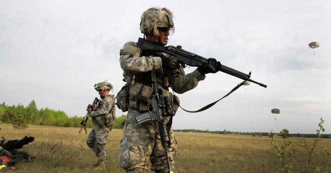 """Không nên chọc giận """"gấu Nga"""" bằng cách triển khai lính Mỹ ở châu Âu"""