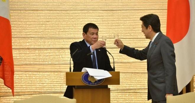 Tổng thống Philippines: Thượng đế bảo tôi ngưng chửi thề