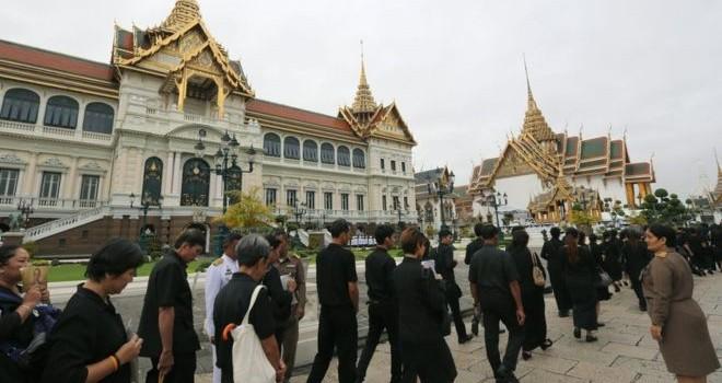 Dân Thái Lan đổ tới Hoàng cung viếng Vua Bhumibol