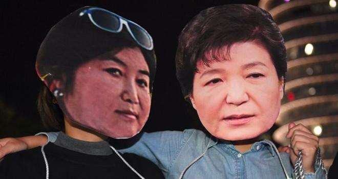 Người phụ nữ 'thao túng' Tổng thống Hàn Quốc xin lỗi