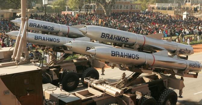 Việt Nam và Ấn Độ bàn chuyện tên lửa BrahMos?
