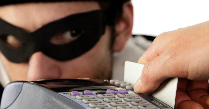 """Tài chính 24h: Ngân hàng """"móc túi"""" người dùng thẻ"""