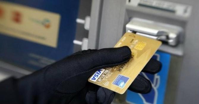 """Tài chính 24h: Thẻ ngân hàng """"cất kỹ"""" trong tủ vẫn bị rút trộm tiền!"""