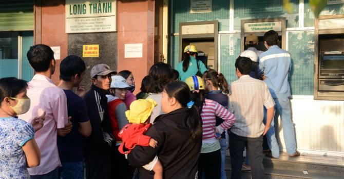 """Tài chính 24h: Lương, thưởng có """"kẹt"""" trong ATM dịp Tết?"""