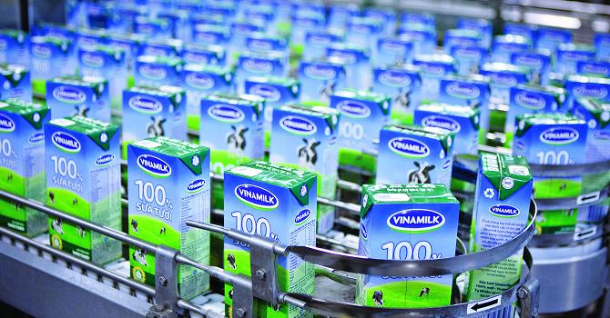 Năm 2015, Vinamilk lãi gần 7.800 tỷ đồng, EPS đạt 5.837 đồng/cổ phiếu