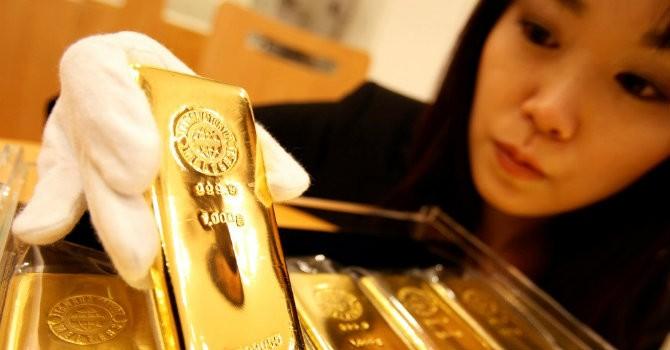 """Tài chính 24h: Vay nặng lãi mua vàng đút két - Kiểu """"đầu tư"""" mới?"""