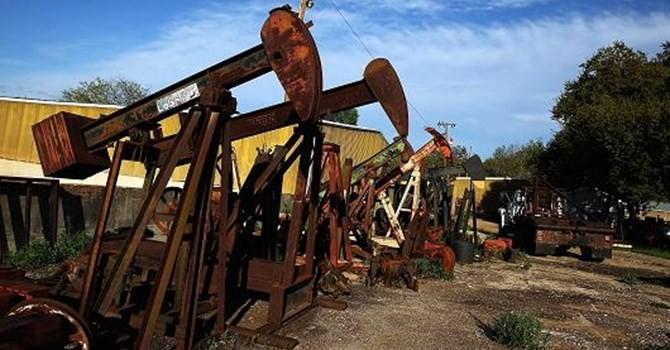 Giá dầu quay đầu giảm do hoạt động chốt lời