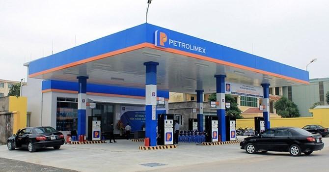 Doanh thu Petrolimex tiếp tục sụt giảm mạnh vì giá dầu