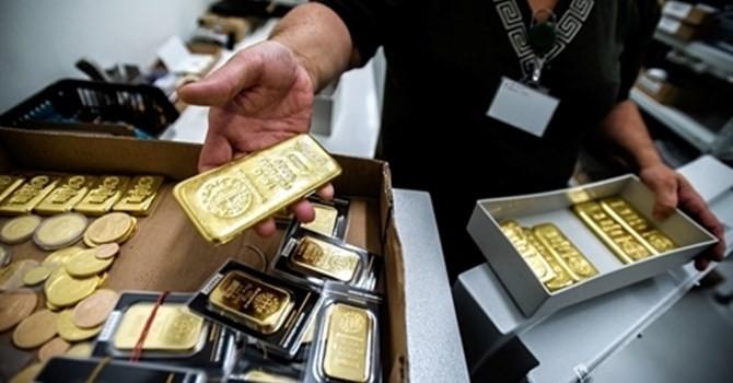 """Tài chính tuần qua: Ngân hàng Việt khát vốn, lào sao để """"kéo"""" vàng ra khỏi két dân?"""