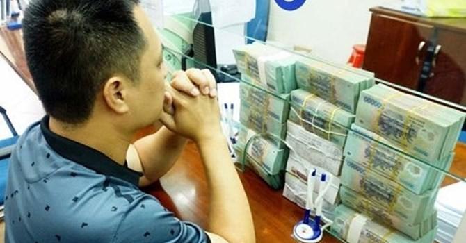 """Tài chính 24h: Làm tín dụng tại Việt Nam - vừa làm vừa """"run"""""""