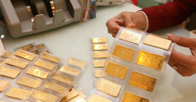 Giá vàng SJC sụt giảm mạnh theo đà thế giới