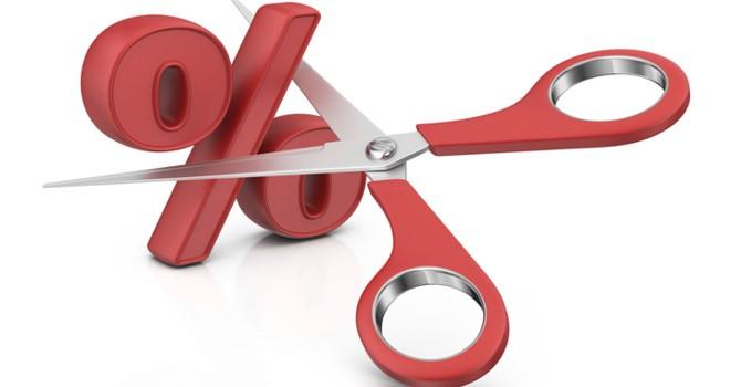 Tài chính tuần qua: Lãi suất đồng loạt giảm, ai hưởng lợi?
