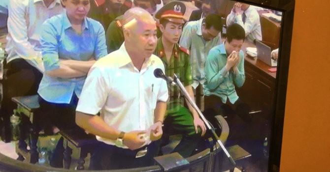 """Phiên toà sáng 19/9: Hà Văn Thắm ôm mặt khóc nức nở trước lời """"gan ruột"""" của nhân viên"""