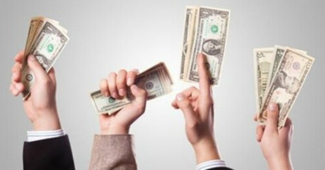 """Nhân viên ngân hàng nào đang tạo ra lợi nhuận """"khủng"""" nhất?"""