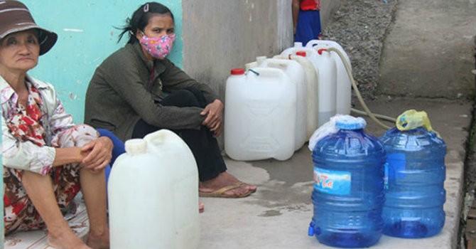 """Lại """"sự cố"""" đường ống nước sông Đà, 70.000 hộ dân bị ảnh hưởng"""