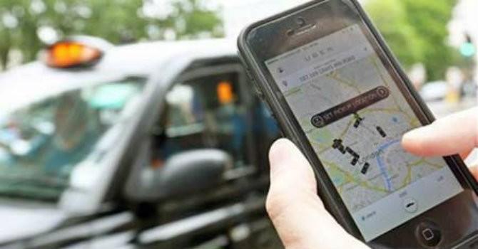 """Uber, Grab """"thôn tính"""" taxi truyền thống?"""