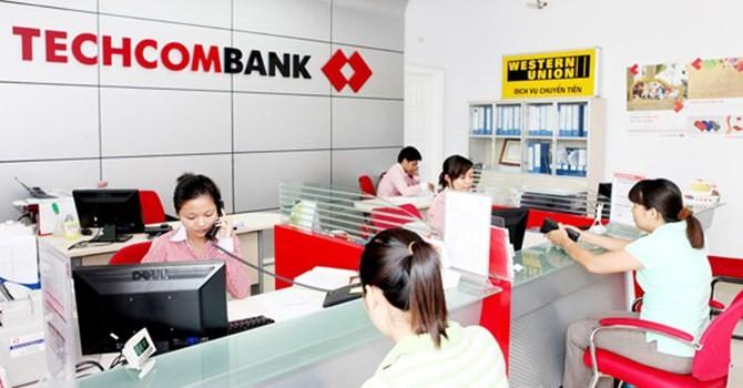 Chủ tịch Techcombank và người thân đồng loạt đăng ký bán cổ phiếu