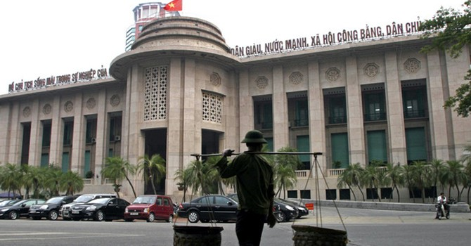 Vietnam May Lower Required Reserve Ratio for Banks in 2016