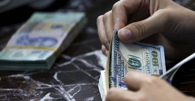 Vietnam Cuts Dollar Deposit Interest Rate to Tackle FX Hoarding
